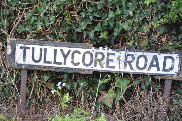 Tullycore Road sign