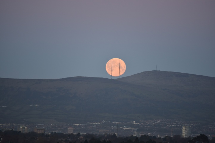 moon over Belfast (1)