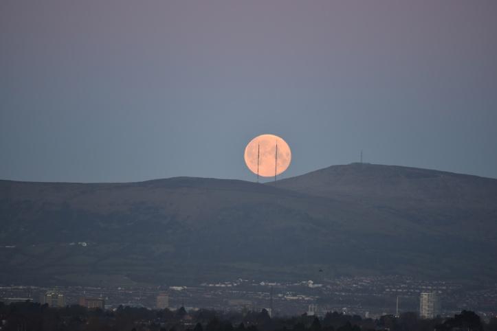 moon over Belfast (1)